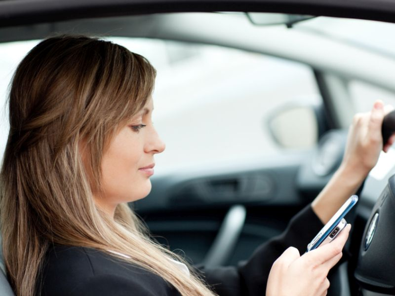 News Picture: 2 of 3 Parents Read Texts While Driving