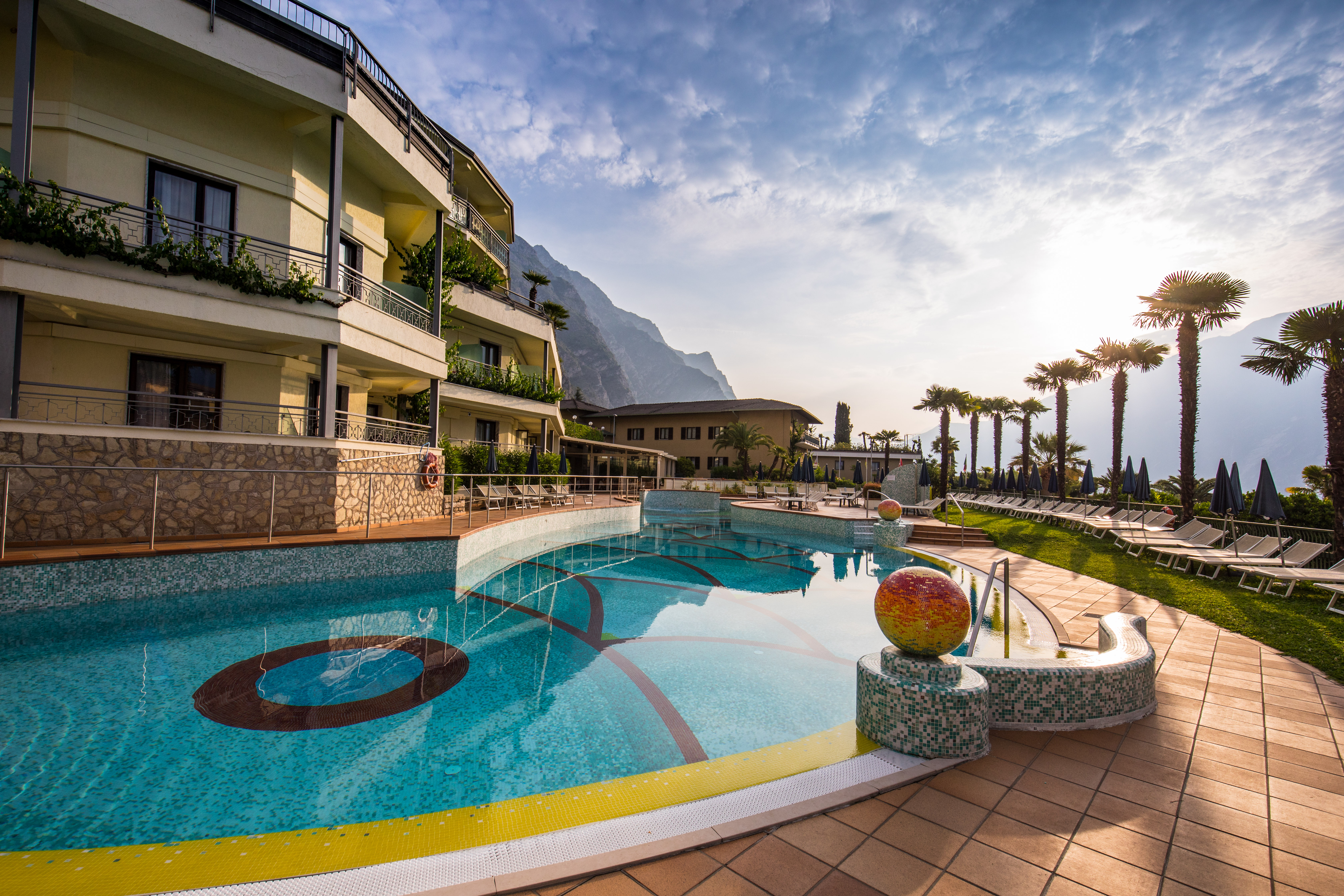 Hotel Royal Village in Limone  HolidayCheck  Lombardei