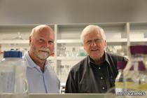 J. Craig Venter (stanga) si dr. Hamilton  Smith