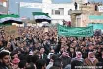 Manifestanti in Homs (ianuarie 2012)