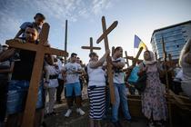 Nou protest pe terenul pentru moschee, oamenii au infipt 500 de cruci