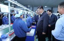 Xi Jinping in vizita la o fabrica