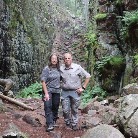 Skurugata kallas också för Smålands Grand Canyon och består av en cirka 1 km lång klyfta. I Småland kallas klyftor lik denna för skuror.