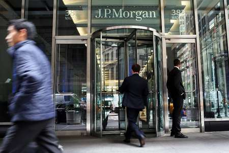 People pass a sign for JPMorgan Chase at its headquarters in Manhattan on October 2, 2012 ( Spencer Platt (Getty/AFP) )