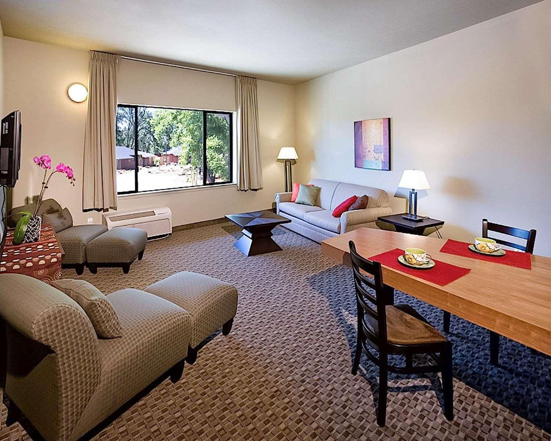 Gaia Hotel & Spa Anderson. CA - See Discounts