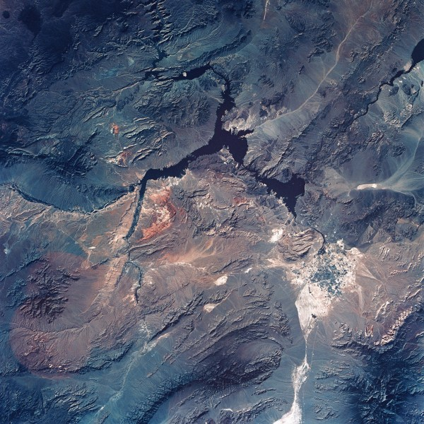 land-home-earth-soil-mountain-skyview-blue-ipad-pro wallpaper
