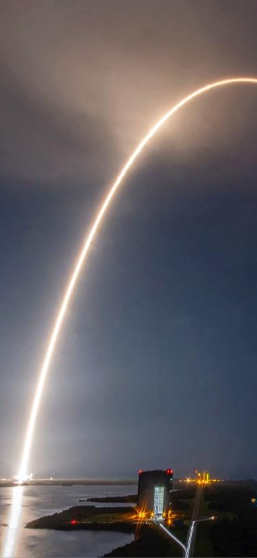 SpaceX iPhone Wallpaper iDownloadBlog Starlink Mission 4