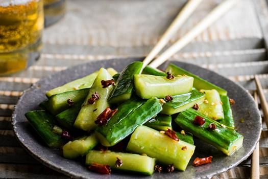 Stir-fried smacked cucumber