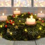 Adventskranz Weihnachten Kerzen Abend Dunkle Holz Moos Stockfoto Und Mehr Bilder Von Advent Istock