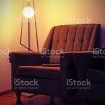Sessel Und Vintage Lampe In Einem Alten Wohnzimmer Stockfoto Und Mehr Bilder Von Alt Istock