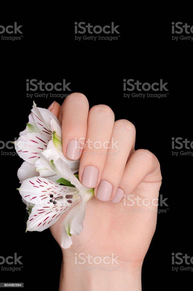 Uñas Color Beige Y Blanco Decorados De Uñas
