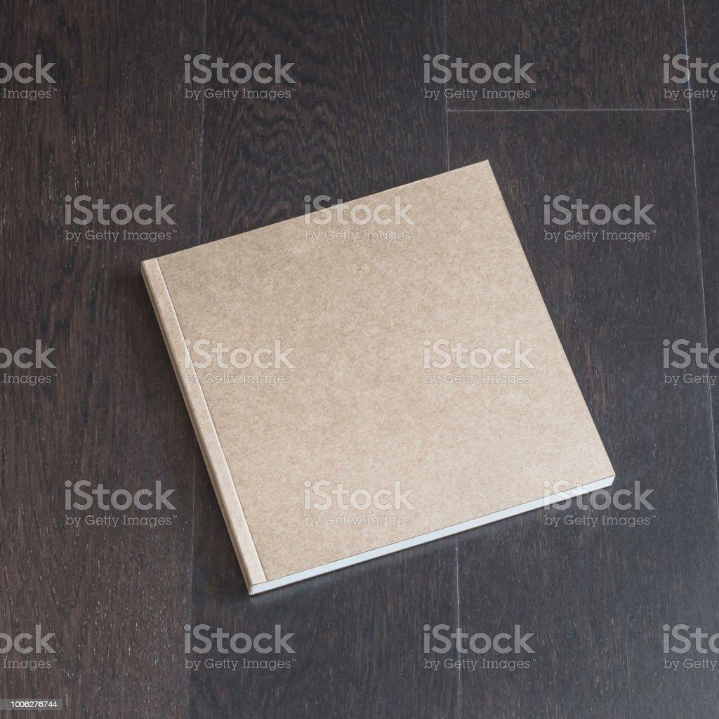 https www istockphoto com fr photo mod c3 a8le de couverture de taille carr c3 a9e livre catalogue brochure magazine remarque en gm1006276744 271607909