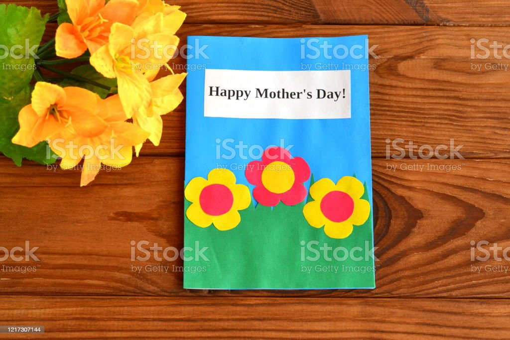 These homemade mother's day cards are easy to diy with kids and guaranteed to put a smile on her face. Card With Words Happy Mothers Day A Bouquet Of Flowers Childrens Crafts For Mothers Day Wooden Background Happy Mothers Day Card Diy For Kids Craft Idea Stock Photo Download Image Now