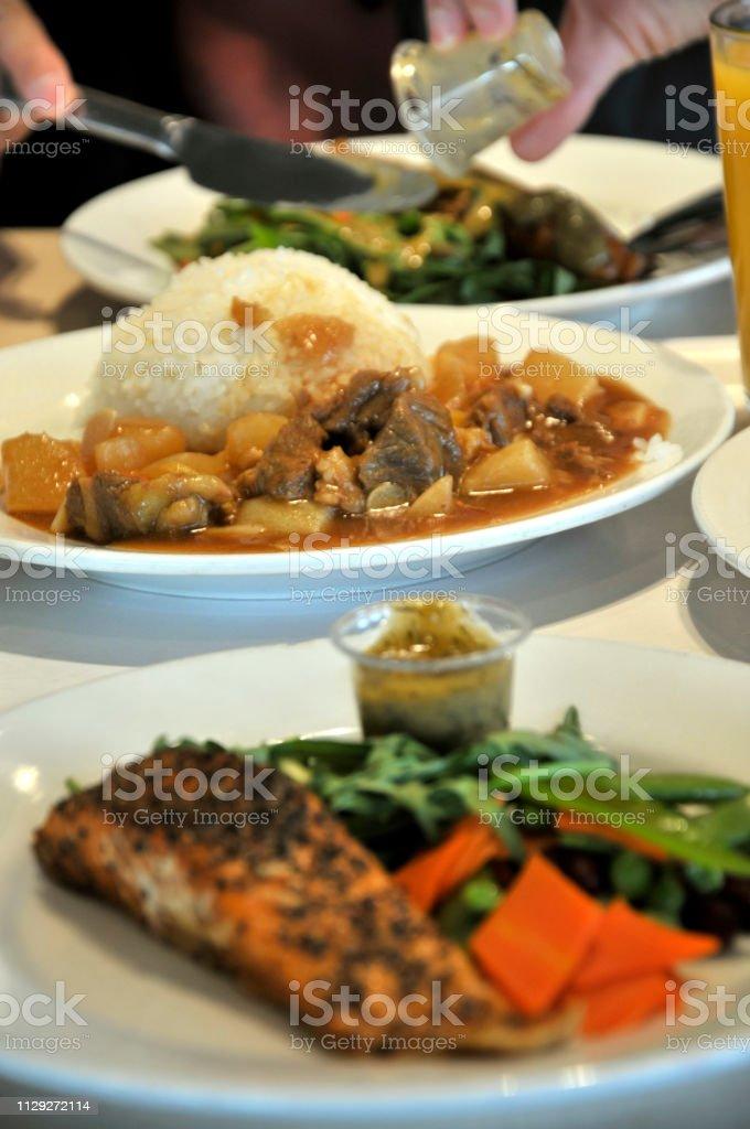 Que Manger Avec Du Saumon : manger, saumon, Photo, Libre, Droit, Femme, Chinoise, Manger, Saumon, Fumé, Tranches