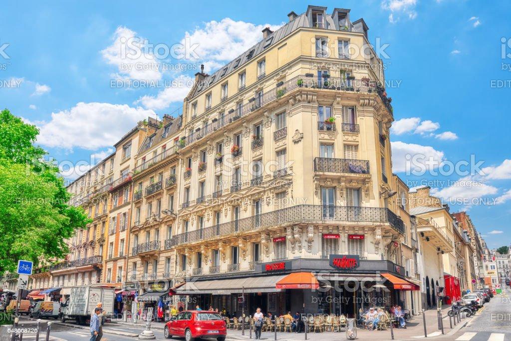 城市風景巴黎 街道 大廈 人 遊人波希米亞蒙馬特區巴黎法國 照片檔及更多 中央部分 照片 - iStock