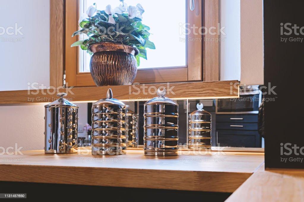 photo libre de droit de vue rapprochee des pots de rangement de cuisine en acier inoxydable ensemble banque d images et plus d images libres de droit de a la mode istock