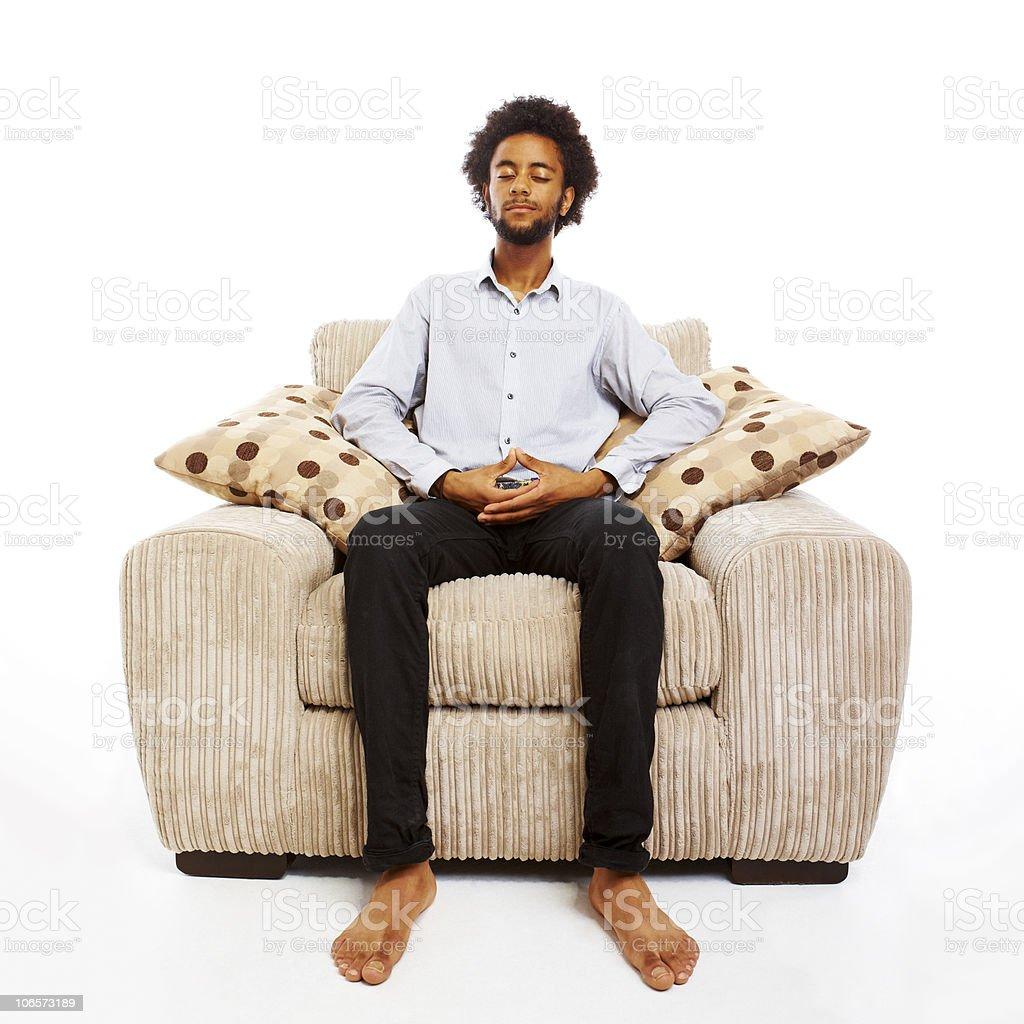 sit in your chair counter chairs with arms 컨텐츠 젊은 남자 명상하기 편안한 의자에 앉아 있는 흰색 스톡 사진 106573189 istock