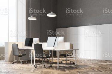 Esquina De Un Interior De Oficina De Pared Gris Oscuro Foto de stock y más banco de imágenes de Arquitectura iStock