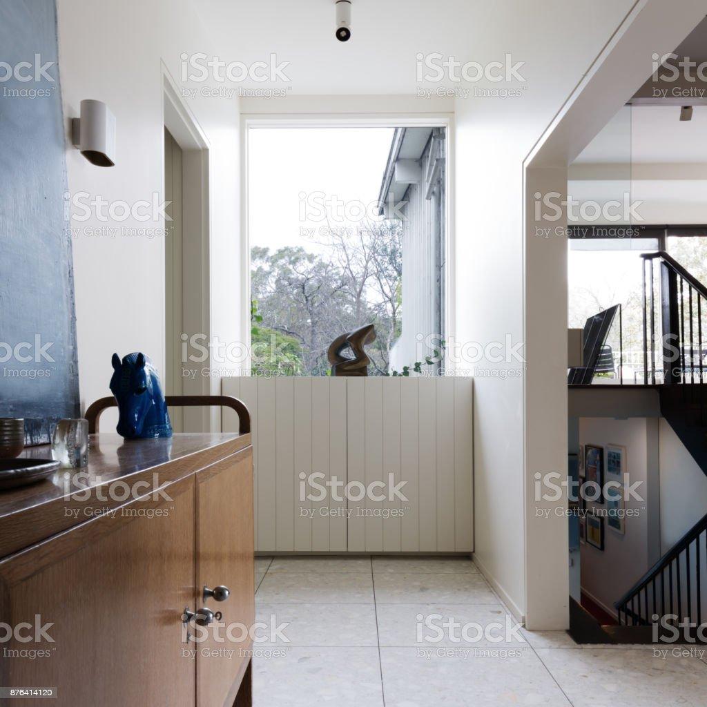 https www istockphoto com fr photo hall dentr c3 a9e dans le concepteur de milieu int c3 a9rieur maison moderne de si c3 a8cle gm876414120 244614638