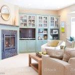 Home Showcasinterior Dekorieren Moderne Familienwohnzimmer Mit Kamin Stockfoto Und Mehr Bilder Von Couchtisch Istock