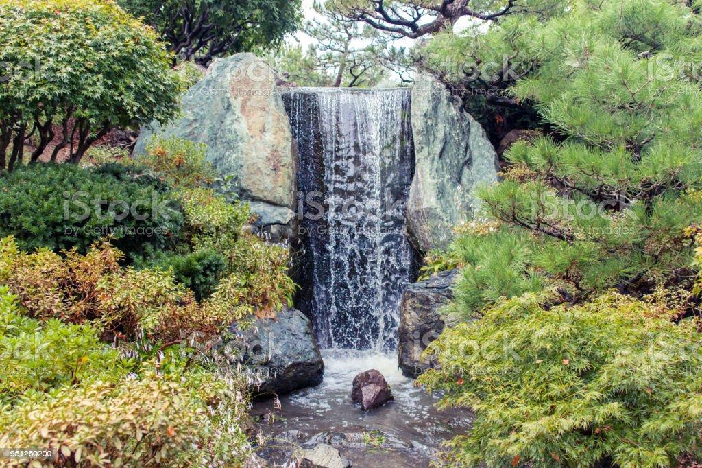 photo libre de droit de cascade dans le jardin japonais banque d images et plus d images libres de droit de cascade istock