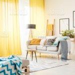 Wohnzimmer Mit Gelben Vorhange Stockfoto Und Mehr Bilder Von Behaglich Istock