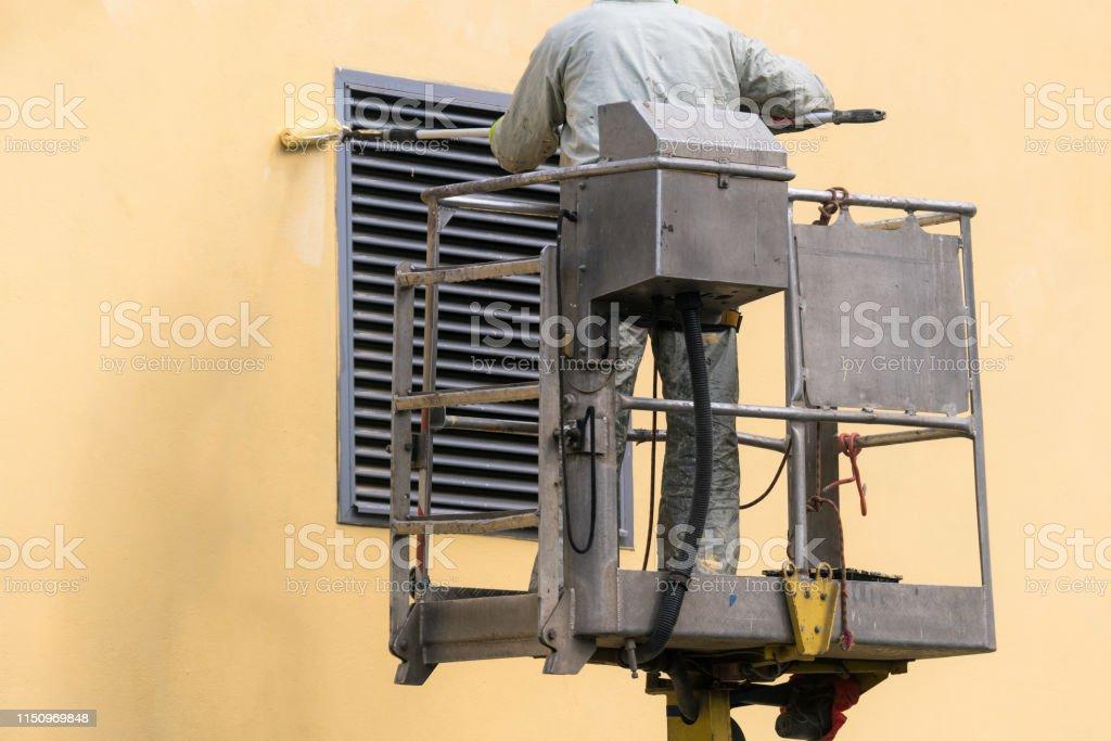 man on a lifting