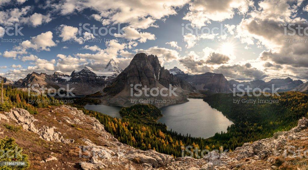 mount assiniboine provincial park has several options for lodging. Berg Mount Assiniboine Bilder Und Stockfotos Istock