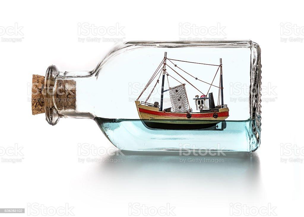https www istockphoto com fr photo bateau dans une bouteille gm528283102 92916921