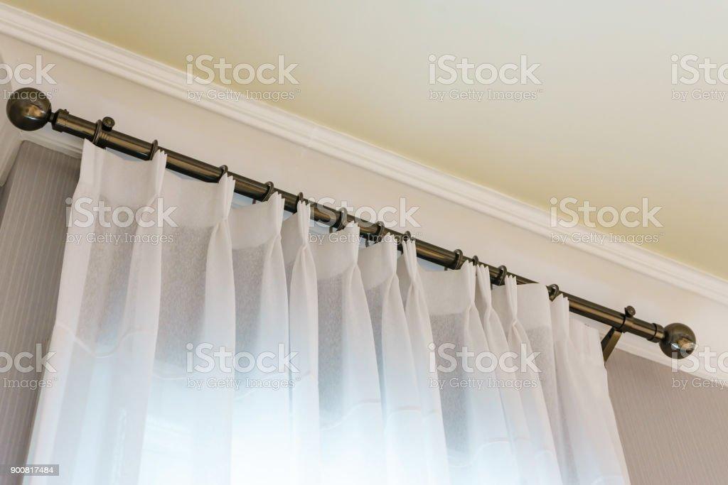 photo libre de droit de les rideaux blancs avec anneautop rail rideau en decoration dinterieur dans le salon banque d images et plus d images libres de droit de bague bijou istock