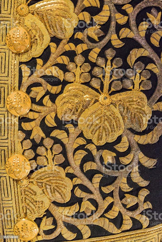 https www istockphoto com fr photo vintage kimono en soie japonais traditionnel japon or motif sur fond d c3 a9coratif gm953749038 260374044