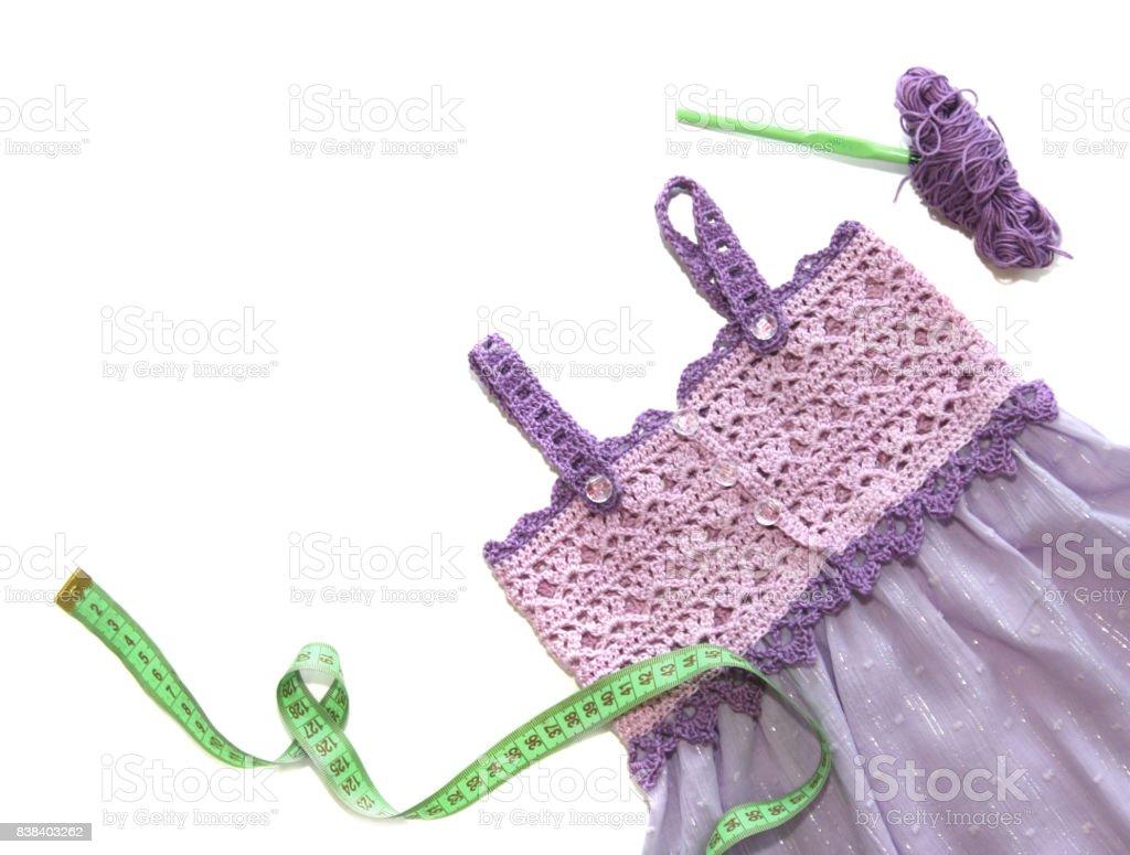 hight resolution of vestido de crochet violeta y lila foto de stock libre de derechos