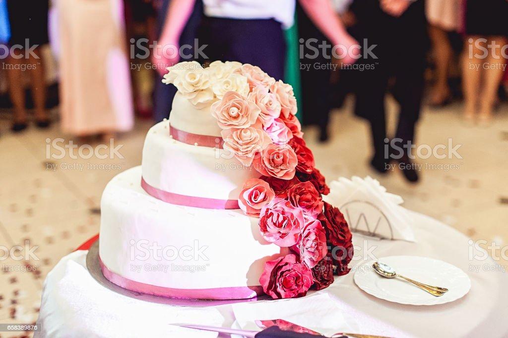 Hochzeitstorte Rot Weiss