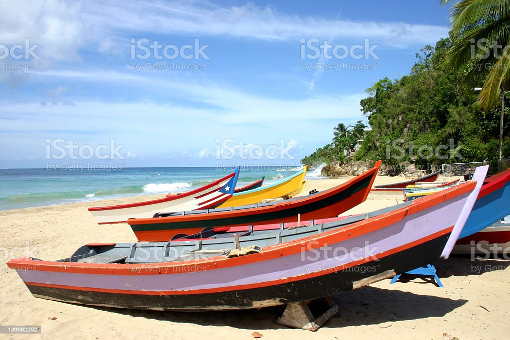 Take a look at this guide to learn more about the ups and downs of owning an aluminum boat, and decide if aluminum is right for you. Yolas At Crash Boat Beach Foton Och Fler Bilder Pa Aguadilla Istock