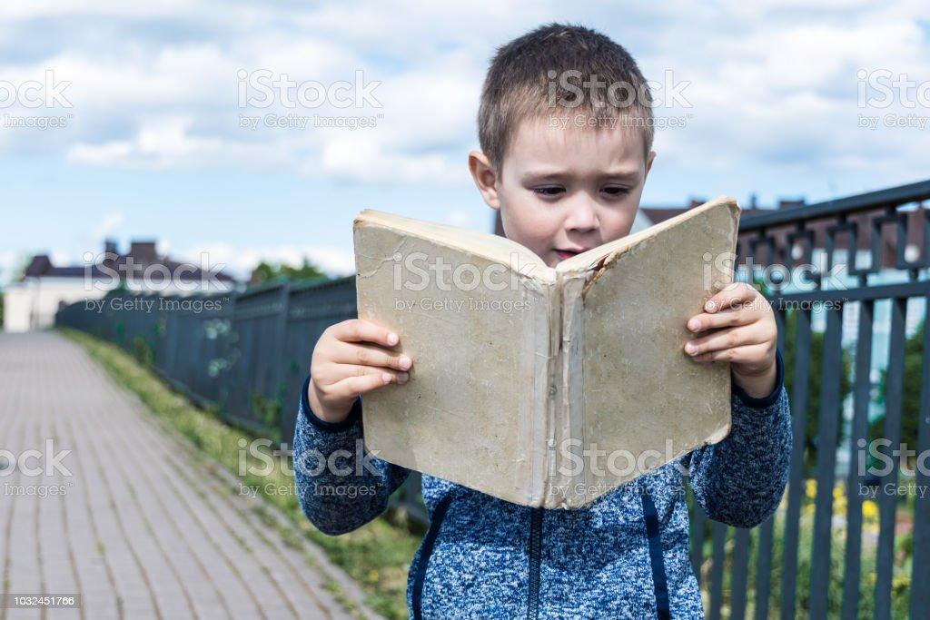 Photo Libre De Droit De Livre Lecture Enfant Yound