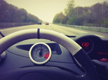 La nouvelle Twingo R.S. 2012 sur l'Autoroute de Normandie