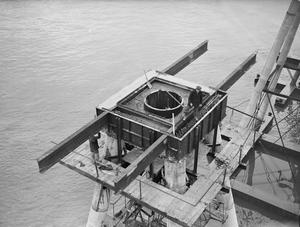 BRITAIN'S RIVER ANTI AIRCRAFT FORTS. BROMBOROUGH DOCK, 8 DECEMBER 1942, DURING THE CONSTRUCTION OF 120 FT MAUNSELL ANTI-AIRCRAFT FORTS FOR USE IN THE MERSEY ESTUARY.