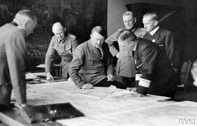 ADOLF HITLER AND HIS ENTOURAGE 1937  1941 HU 75542