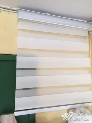 rideaux en store zebral pour fenetre de bureau