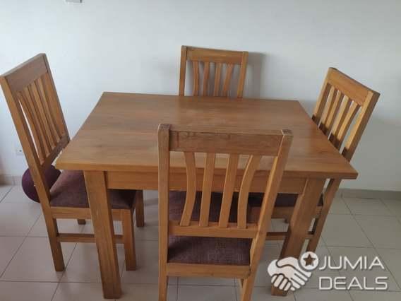 table a manger en bois avec 4 chaises a vendre