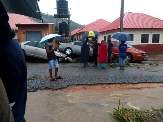 Four Dead, Others Missing As Flood Sweep 26 Vehicles, 166 Houses In Abuja [Photos] 6