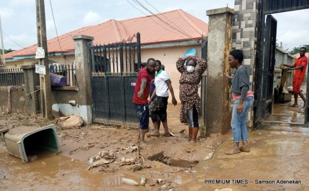 Four Dead, Others Missing As Flood Sweep 26 Vehicles, 166 Houses In Abuja [Photos] 13