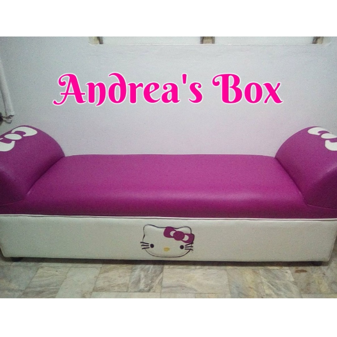 hello kitty couch on