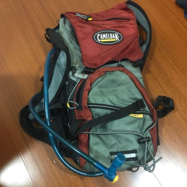 「二手」camelbak 登山小背包, 他的時尚, 包包在旋轉拍賣