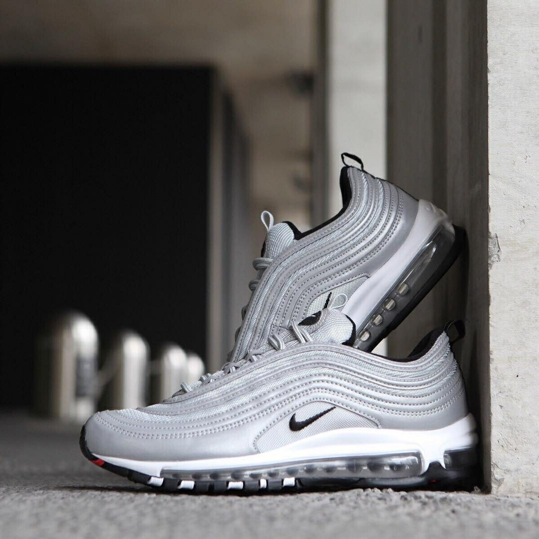 Nike air max 97 premium 銀彈黑勾, 他的時尚, 鞋子在旋轉拍賣