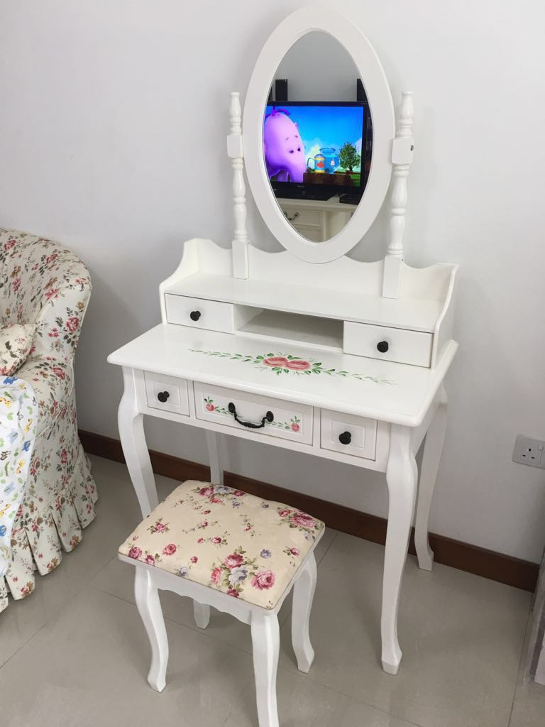 Makeup Table Chair European Style Dressing Table With Chair