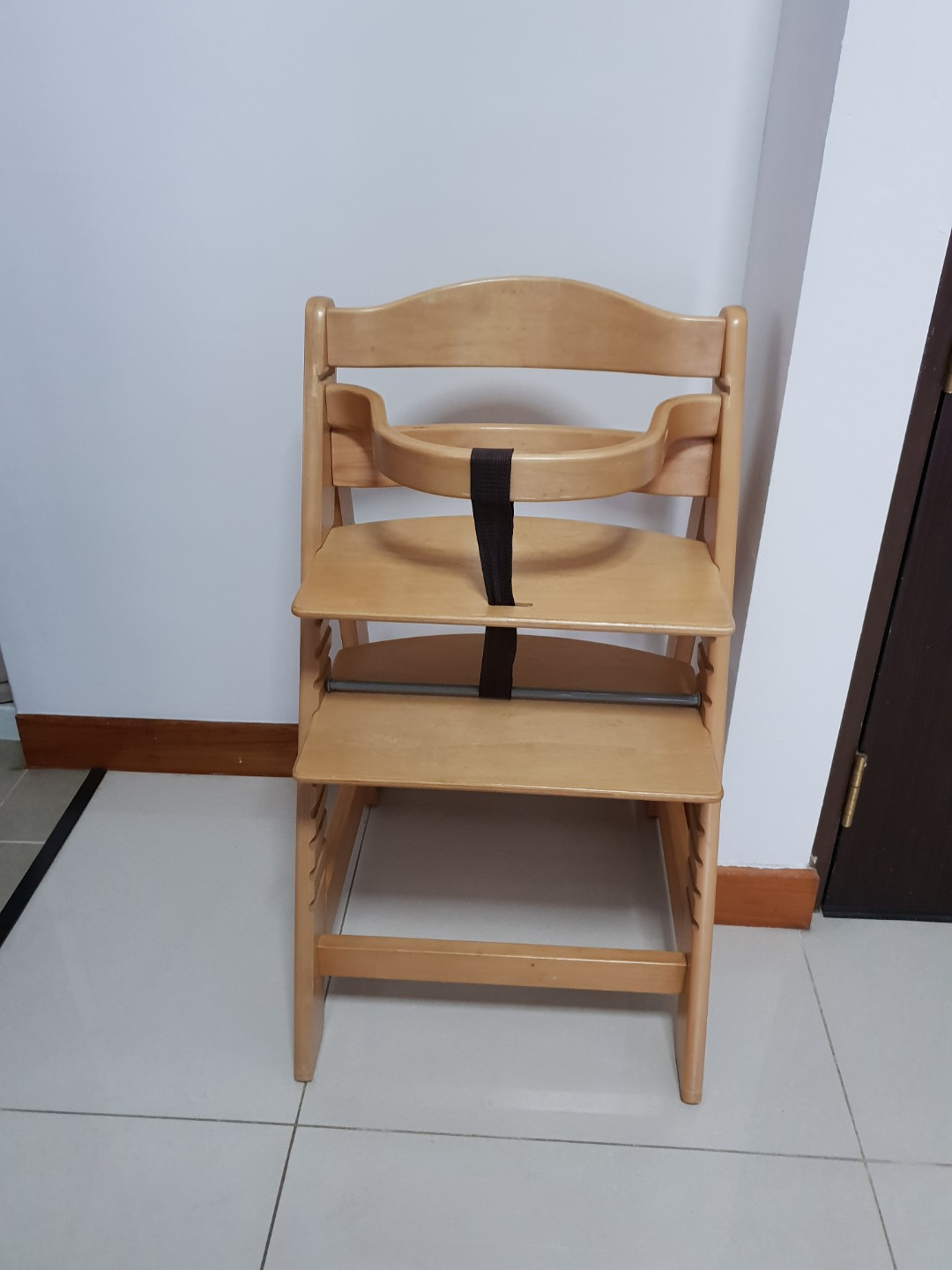 Wooden Baby High Chair Wooden Baby Highchair Similar To Stokke