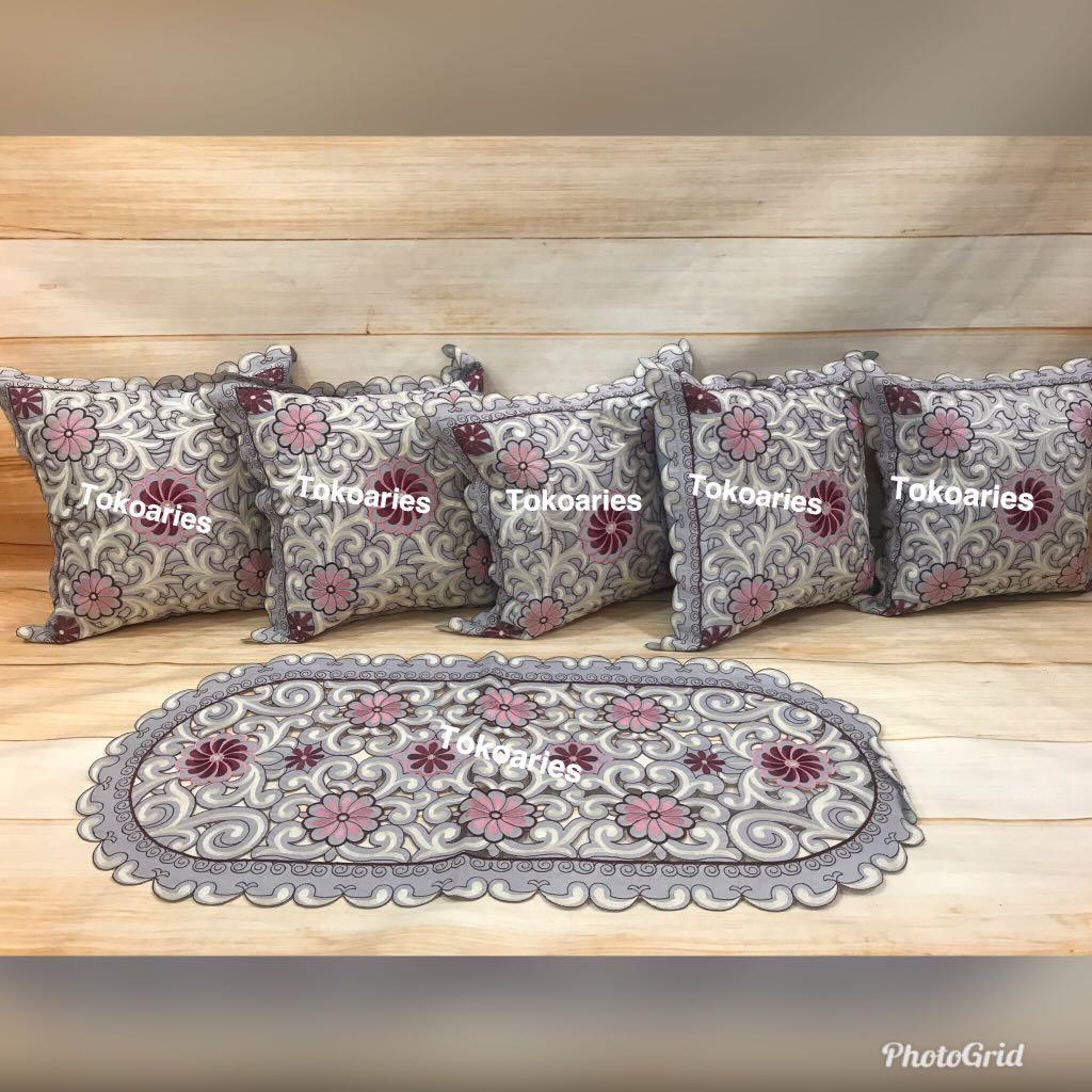 Sarung Bantal Sofa Besar  Baci Living Room