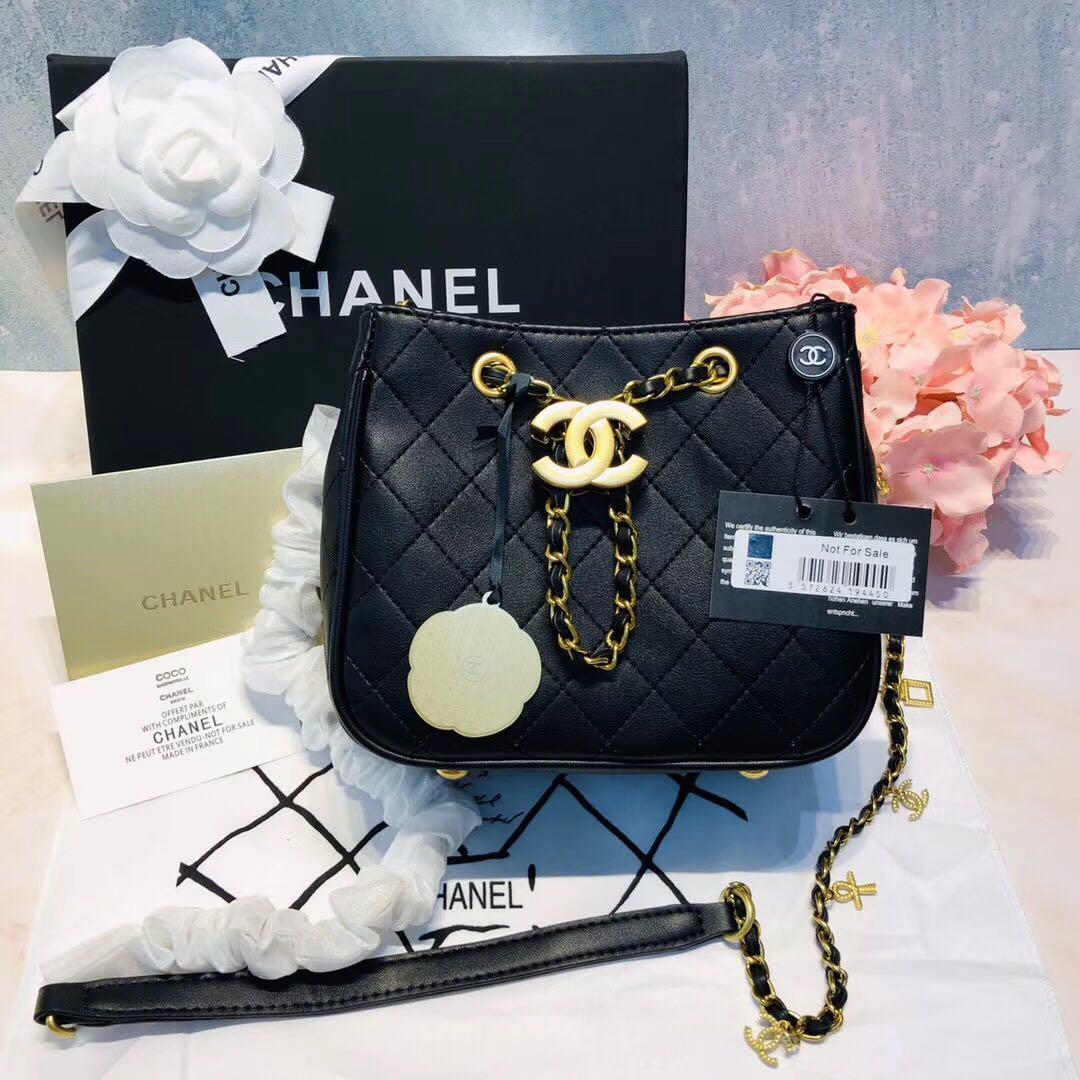Chanel水桶包VIP gift. 名牌. 袋 & 銀包 - Carousell