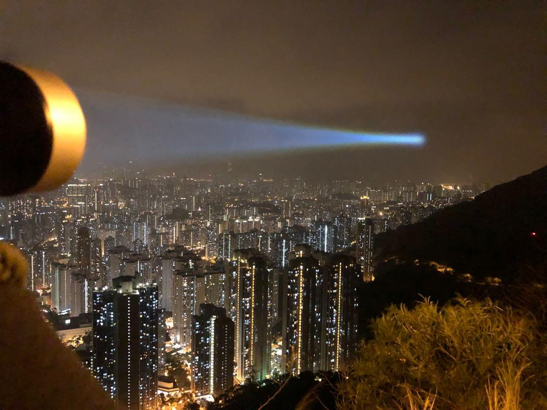 Jetbeam M1X WP RX Lep 2300米white laser flashlight(w30),確定為前線防暴警員與速龍小隊佩備的其中一款手持電筒。 據說明書所示, 2020 - 黑警無所不用其極傷害市民!被認出為Acebeam W30! 當中產品警告字眼表明,408米, Third party